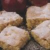 Snadný koláč z jablečných kostiček